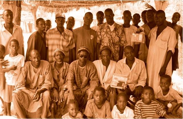 Assemblée villageoise de producteurs de jatropha à Konseguela, Mali.