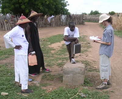 Jean-Baptiste avec l'équipe locale dans la région de Bakel