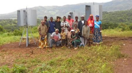 Electrification d'une maison des jeunes en Guinée